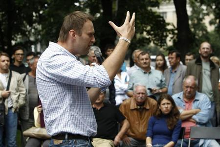 Russia's opposition leader and anti-graft blogger Alexei Navalny (C) gestures as he speaks in Moscow July 30, 2013. REUTERS/Sergei Karpukhin