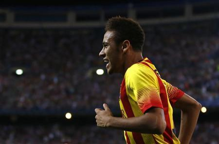 Barcelona's Neymar celebrates his goal against Atletico Madrid during their Spanish Super Cup first leg soccer match at the Vicente Calderon stadium in Madrid August 21, 2013. REUTERS/Juan Medina