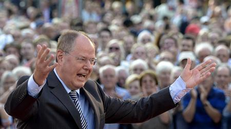 Social Democratic top candidate Peer Steinbrueck (SPD) raises his arms during his speech at an election campaign in Hanover, August 21, 2013. REUTERS/Fabian Bimmer