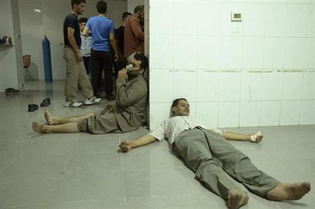 People, affected by what activists say was a gas attack, are treated at a medical center in the Damascus suburb of Saqba, August 21, 2013. REUTERS/Bassam Khabieh