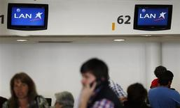 Passengers are seen at the LAN airlines check-in counters inside Buenos Aires' Aeroparque metropolitan airport, August 21, 2013. REUTERS/Marcos Brindicci