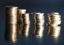 Стопки монет турецкой лиры в Стамбуле 23 июля 2013 года. Ориентированные на РФ фонды испытали за неделю наиболее сильный отток капитала за последние два месяца по мере того, как глобальные инвесторы покидают развивающиеся рынки. REUTERS/Osman Orsal