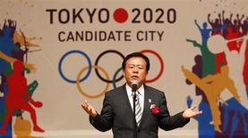 Governador de Tóquio, Naoki Inose, fala durante comício sobre candidatura da cidade para sediar a Olimpíada de 2020, Tóquio, 23 de agosto de 2013. Os níveis de radiação em Tóquio não são diferentes daqueles encontrados em outras grandes cidades do mundo, e o agravamento da crise na usina nuclear japonesa de Fukushima não deve ter nenhum impacto sobre a candidatura da cidade para sediar a Olimpíada de 2020, disse o governador de Tóquio nesta sexta-feira. 23/08/2013 REUTERS/Yuya Shino