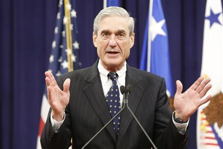 Outgoing FBI Director Robert Mueller reacts to applause from the audience during his farewell ceremony at the Justice Department in Washington, August 1, 2013. REUTERS/Jonathan Ernst