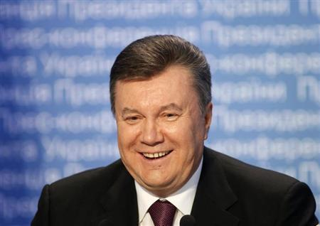 Ukrainian President Viktor Yanukovich smiles during a news conference in Kiev March 1, 2013. REUTERS/Gleb Garanich