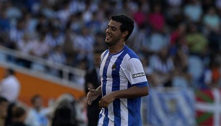Real Sociedad's Carlos Vela celebrates scoring a goal against Getafe during their Spanish first division football match at Anoeta stadium in San Sebastian August 17, 2013. REUTERS/Vincent West