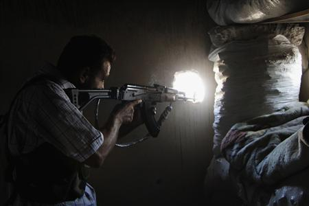 A member of the Kurdish People's Protection Units (YPG) takes aim in Sheikh Maksoud area, Aleppo August 22, 2013. REUTERS/Molhem Barakat