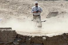 Luis Jaime Castillo, a Peruvian archaeologist with Lima's Catholic University and an incoming deputy culture minister, flies a drone to take pictures of the archaeological site of San Jose de Moro in Trujillo July 18, 2013. REUTERS/Mariana Bazo