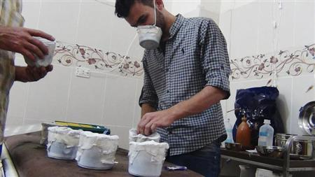 Activists and medics manufacture homemade chemical masks in Damascus' suburbs of Zamalka August 23, 2013. REUTERS/Hadi Almonajed
