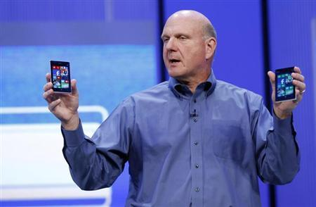 Microsoft CEO Steve Ballmer displays Windows phones during his keynote address at the Microsoft ''Build'' conference in San Francisco, California June 26, 2013. REUTERS/Robert Galbraith/Files