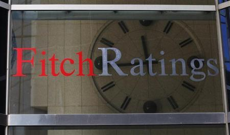 A clock is seen inside the lobby of the headquarters of Fitch Ratings headquarters in New York, February 6, 2013. REUTERS/Brendan McDermid