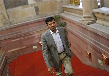 Chief economic adviser Raghuram Rajan walks inside the finance ministry in New Delhi August 6, 2013. REUTERS/Adnan Abidi