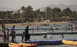 People walk at the beach at the Red Sea resort of Sharm el-Sheikh in the South Sinai governorate, about 550 km (342 miles) south of Cairo, July 12, 2012. REUTERS/Amr Abdallah Dalsh
