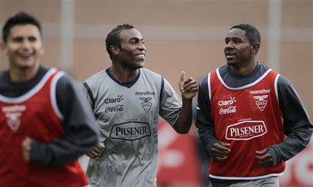 Ecuador's national soccer players (L-R) Fernando Saritama, Joffre Guerron and Jairon Campos jog during a training session in Quito October 3, 2011. REUTERS/Guillermo Granja