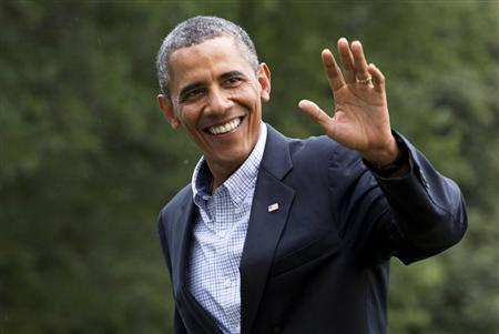 U.S. President Barack Obama waves as he returns to the White House in Washington August 23, 2013. REUTERS/Joshua Roberts