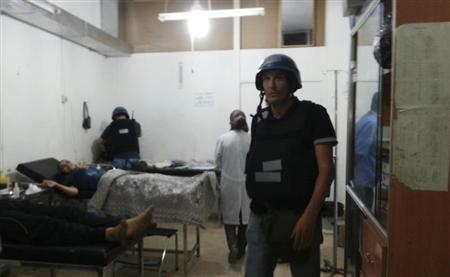 U.N. chemical weapons experts visit wounded people affected by an apparent gas attack, at a hospital in the southwestern Damascus suburb of Mouadamiya, August 26, 2013. REUTERS/Abo Alnour Alhaji