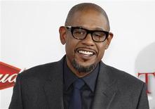 """El actor Forest Withaker a su llegada al estreno """"The Butler"""" en Los Angeles, ago 12 2013. La raza en Estados Unidos ha sido un tema candente de debate este verano boreal y Hollywood, en el momento justo, se ha metido a la fuerza en la conversación. REUTERS/Fred Prouser"""