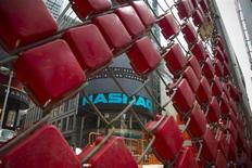 Construction crew work outside the Nasdaq MarketSite in New York's Times Square, August 23, 2013. REUTERS/Andrew Kelly
