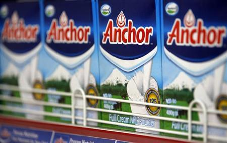 Fonterra's Anchor brand milk powder packets are seen on shelves at a shop in Colombo August 21, 2013.REUTERS/Dinuka Liyanawatte
