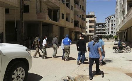 U.N. chemical weapons experts inspect one of the sites of an alleged poison gas attack in the southwestern Damascus suburb of Mouadamiya August 26, 2013. REUTERS/Abo Alnour Alhaji