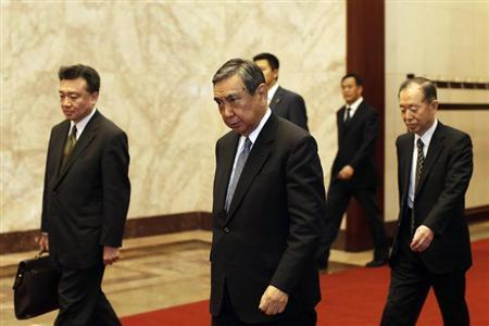 Yohei Kono (front), head of the Japanese Association for the Promotion of International Trade, walks into the Great Hall of the People in Beijing September 27, 2012. REUTERS/Lintao Zhang/Pool