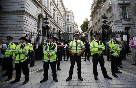 Police guard the entrance to Downing Street during a rally against the proposed attack on Syria in central London August 28, 2013. REUTERS/Olivia Harris