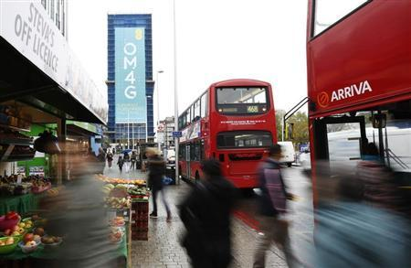 A billboard advertises 4G mobile telecom services of market leader EE, owned by France Telecom and Deutsche Telekom, at Elephant & Castle in London November 12, 2012. REUTERS/Olivia Harris