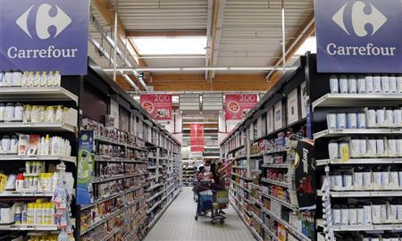 Customers shop in an aisle at the Carrefour hypermarket in Brive-La-Gaillarde, central France, July 8, 2013. REUTERS/Regis Duvignau