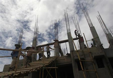 Labourers work at the construction site of a commercial complex in Agartala Tripura August 27, 2013. REUTERS/Jayanta Dey