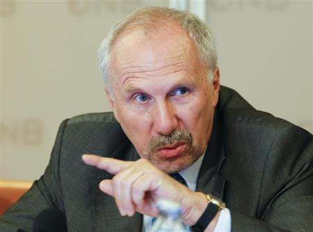Austrian National Bank (OeNB) Governor and ECB Governing Council member Ewald Nowotny gestures as he briefs the media during a news conference in Vienna July 8, 2013. REUTERS/Leonhard Foeger