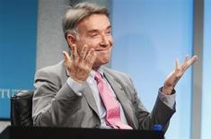 Foto de arquivo de Eike Batista, durante uma conferência em Beverly Hills, nos EUA. O empresário se desfez de 49,8 milhões de ações de sua petroleira OGX na quarta-feira, ou 1,54 por cento do capital da empresa, e pretende realizar vendas adicionais pontuais da companhia em montante total superior a 5 por cento. 30/04/2012 REUTERS/Fred Prouser