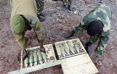 Congolese army fighters arrange their ammunitions as they take position to guard against the M23 rebels in Kibati village, near Goma in the eastern Democratic Republic of Congo, August 7, 2013. REUTERS/Thomas Mukoya