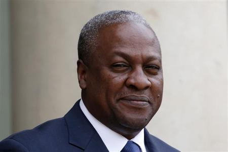 Ghana's President John Dramani Mahama arrives for a meeting with France's President at the Elysee Palace in Paris May 28, 2013. REUTERS/Charles Platiau