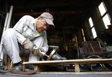 Le taux de chômage au Japon en données corrigées des variations saisonnières s'est inscrit en juillet à 3,8% de la population active (contre 3,9% en juin), soit le niveau le plus bas depuis octobre 2008, selon des statistiques publiées vendredi qui confortent la politique de relance du gouvernement de Shinzo Abe. /Photo rpise le 12 août 2013/REUTERS/Yuya Shino
