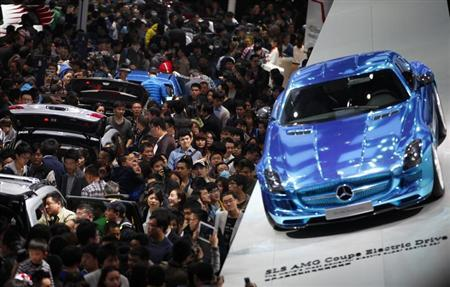 People looks at Mercedes-Benz cars during the the 15th Shanghai International Automobile Industry Exhibition in Shanghai April 21, 2013. REUTERS/Carlos Barria