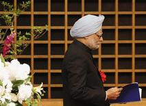 Indian Prime Minister Manmohan Singh walks towards the podium to deliver his speech at a hotel in Tokyo May 28, 2013. REUTERS/Yuya Shino