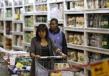 A shopper pushes a trolley of groceries at the Makro branch of South African retailer Massmart in Johannesburg May 31, 2011. REUTERS/Siphiwe Sibeko