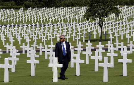 U.S. Defense Secretary Chuck Hagel visits the graves of U.S. soldiers who fought and died during World War II, at the American cemetery in Taguig, Metro Manila, August 30, 2013. REUTERS/Erik De Castro