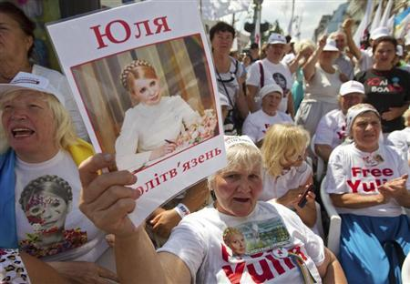 A supporter of jailed former Ukrainian Prime Minister and opposition leader Yulia Tymoshenko holds a portrait of her during a rally in central Kiev August 5, 2013. REUTERS/Valentyn Ogirenko