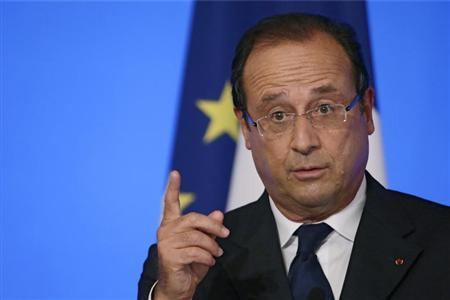 France's President Francois Hollande reacts as he delivers a speech during the annual Conference of Ambassadors at the Elysee Palace in Paris August 27, 2013. REUTERS/Kenzo Tribouillard/Pool