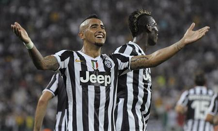 Juventus' Arturo Vidal celebrates after scoring against S.S. Lazio during their Italian Serie A soccer match at the Juventus stadium in Turin August 31, 2013. REUTERS/Giorgio Perottino