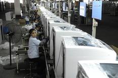 La croissance du secteur manufacturier chinois a atteint en août son rythme le plus élevé depuis avril 2012, avec un bond des entrées de commandes, selon des données du Bureau national des statistiques qui apaisent les craintes d'un ralentissement brutal de la deuxième économie mondiale. /Phot oprise le 13 août 2013/REUTERS