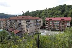 Apartment blocks are seen in Aninoasa, 330 km (202 miles) west of Bucharest July 31, 2013. If joining the European Union was supposed to lift Romania out of poverty, in Aninoasa, a town of 4,800 people in the mountainous Jiu Valley region, it has yet to work. Six years after Romania's accession to the EU, not only is Aninoasa still poor - it has also become the first town in Romania to file for insolvency. Picture taken July 31, 2013. REUTERS/Bogdan Cristel