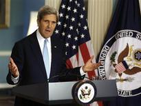 Secretário de Estado dos Estados Unidos, John Kerry, discursa sobre a situação na Síria, em Washington. Kerry disse neste domingo que testes provaram o uso da arma química sarin em ataques na Síria. 30/08/2013 REUTERS/Larry Downing