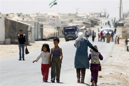 Syrian refugees walk at Al-Zaatri refugee camp in the Jordanian city of Mafraq, near the border with Syria September 1, 2013. REUTERS/Muhammad Hamed