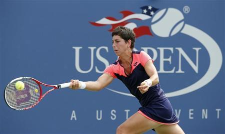 Carla Suarez Navarro of Spain hits a return to Angelique Kerber of Germany at the U.S. Open tennis championships in New York September 1, 2013. REUTERS/Ray Stubblebine