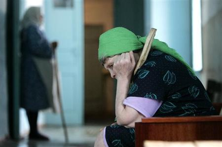 Residents are seen in a senior citizens' home in Svetlograd, about 100 km (62 miles) from Russia's southern city of Stavropol April 1, 2009. REUTERS/Eduard Korniyenko