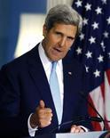 """Госсекретарь США Джон Керри выступает по вопросу Сирии в Вашингтоне, 30 августа 2013 года. Госсекретарь США Джон Керри дал понять, что США намерены наказать президента Сирии Башара Асада за """"жестокое и вопиющее"""" использование химического оружия, жертвами которого на прошлой неделе, по его словам, стали более 1.400 человек, в том числе, сотни детей. REUTERS/Larry Downing"""