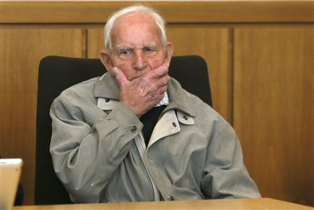 Siert Bruins, a suspected Nazi war criminal, gestures before the start of his trial in the western German city of Hagen September 2, 2013. REUTERS/Wolfgang Rattay