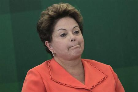 Brazil's President Dilma Rousseff participates in the inaugural ceremony for the new Minister of Foreign Affairs of Brazil Luiz Alberto Figueiredo Machado at the Planalto Palace August 28, 2013. REUTERS/Ueslei Marcelino